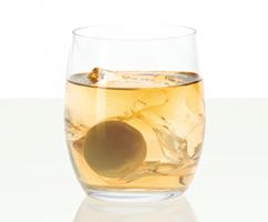 グラスに入れた梅酒